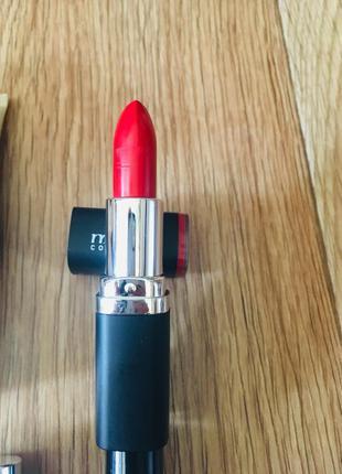 Красная помада от malva cosmetics