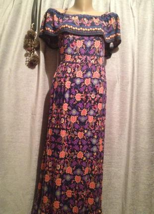 Платье в пол с открытыми плечами .133