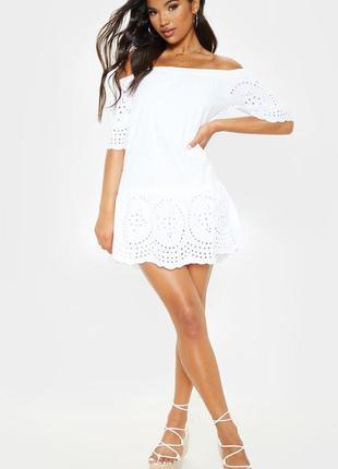 Белое летнее платье свободного кроя  с открытыми плечами