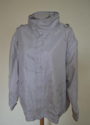Красивая курточка-ветровка большого размера.