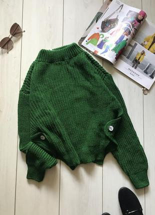 Зелёный свитер крупной вязки