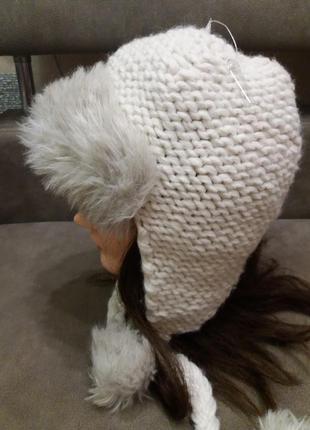 Теплая ,белая шапочка topshop