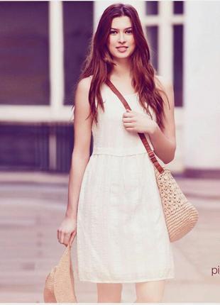 Натуральное платье цвета айвори