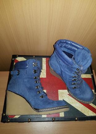 Крутые ботинки на шнуровке на танкетке платформе
