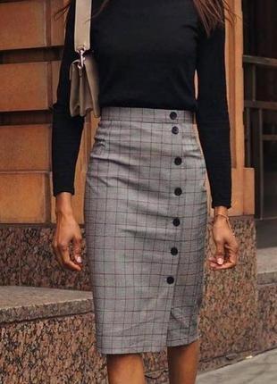 Трендовая клетчатая юбка карандаш в клетку длины миди с пугови...