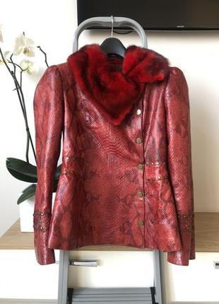 Кожаная куртка с воротником из норки Gianfranco Ferré.