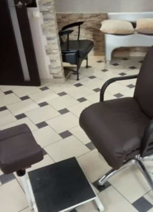 Кресло для педикура и стул мастера на пневмо-потроне