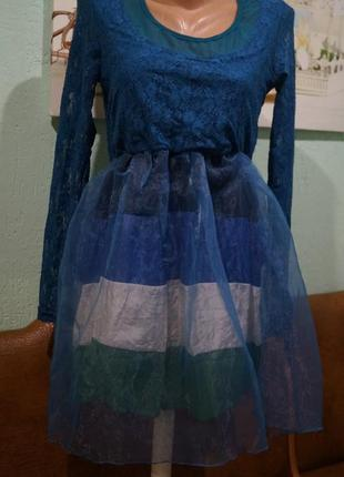 Платье с гипюром s