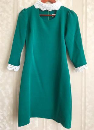 Стильное зеленое платье с воротничком