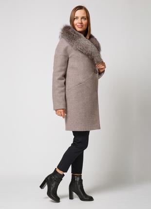 Шикарное зимнее женское пудровое пальто с натуральным мехом