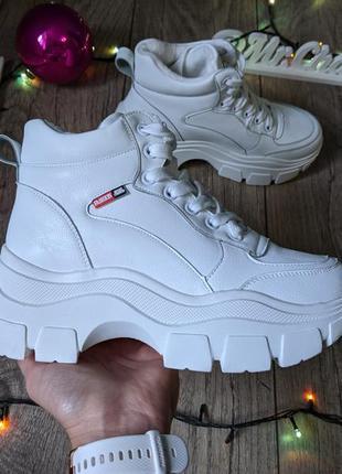 Белоснежные женские ботинки сапоги кроссовки