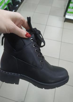 Женские зимние ботинки на замочке