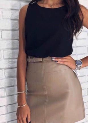Короткая кожаная юбка