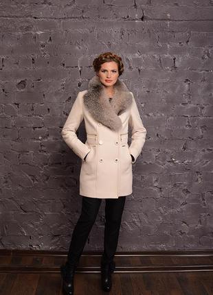 Шикарное женское зимнее бежевое короткое пальто с натуральным ...