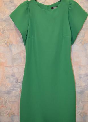 Красивое платье- силуэт зеленого цвета