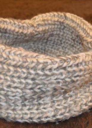 Теплый серый шарф-хомут
