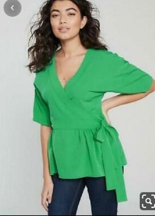 Зеленая блуза с баской на запах