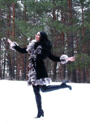 Замшевое натуральное пальто с чернобуркой