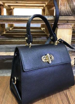 Стильная кожаная сумка-портфель чёрная среднего размера vera p...