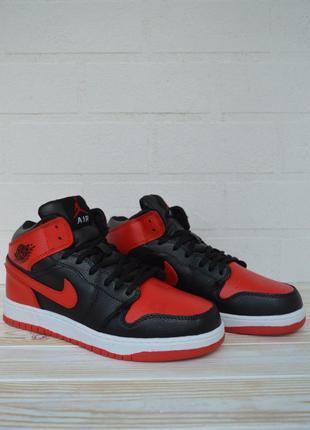 Мужские Кроссовки Nike Air Jordan красные с черным