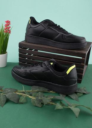 Мужские черные кроссовки со вставкой