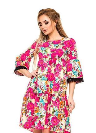 Платье - трапеция с кружевной отделкой.