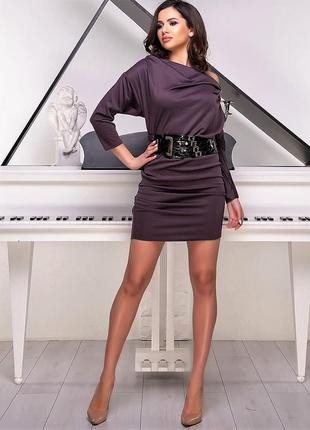 Стильное платье с поясом.
