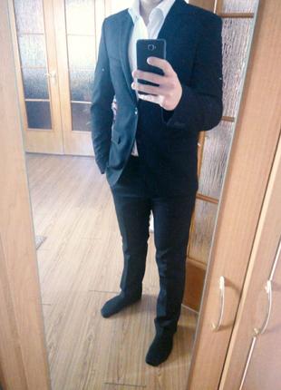 Мужской костюм(брюки и пиджак) с выпускного в идеальном состоянии