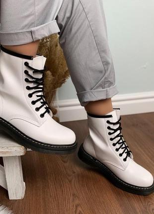 Стильные белые ботиночки