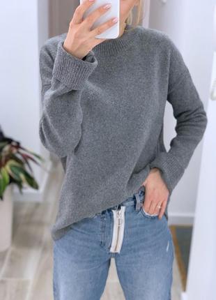 Базовый, однотонный , тёплый свитер