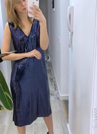 Платье в пайетках. новое. mango