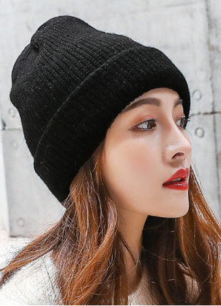 Женская зимняя шапка-бини черная