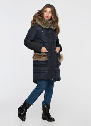 Зимняя куртка парка с натуральным мехом на карманах синяя с ка...