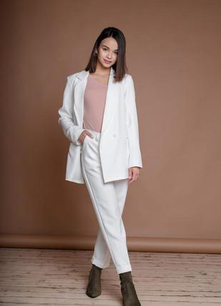 Классический белый костюм