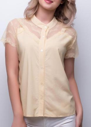 Красивая желтая блуза с кружевом