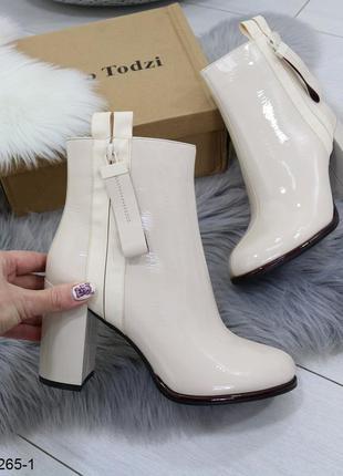 Бежевые лаковые ботинки на каблуке, лакированные ботинки бежев...