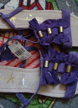 Яркие нарядные кожаные босоножки с бантиками
