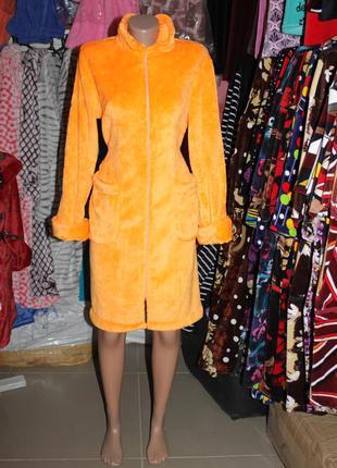 Женский махровый оранжевый халат на молнии без капюшона воротн...
