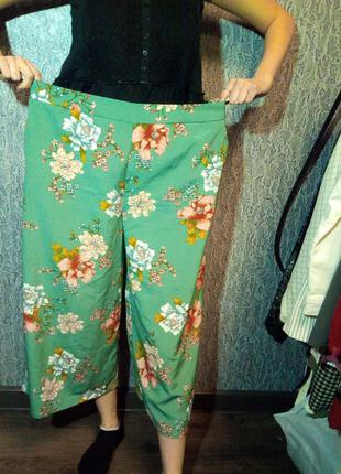Женские брюки в цветочный принт. батал.
