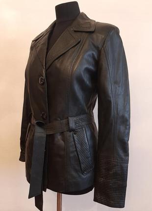 Женская красивая кожаная куртка