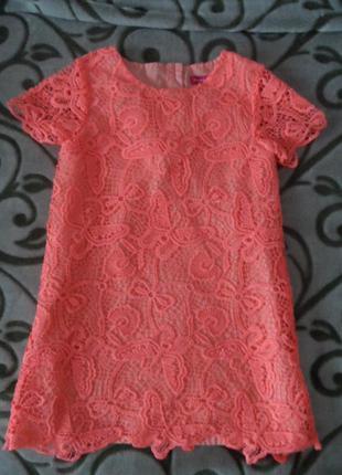 Миленькое,яркое,кружевное платье ,на 3-4г