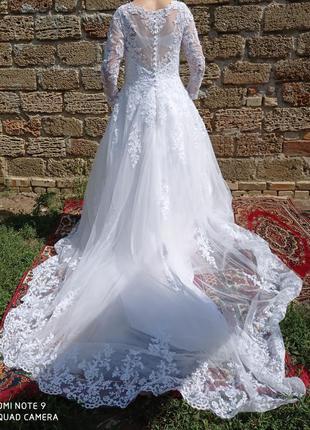 Белое свадебное платье пышное а-силуэт со шлейфо классическое ...