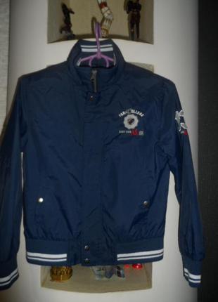 Campus ,отличная,легенькая куртка ,без утеплителя 128р,идеал
