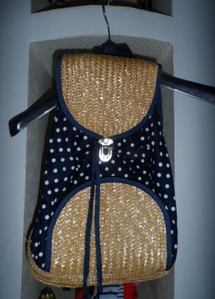 Стильный рюкзак на море ,в идеале