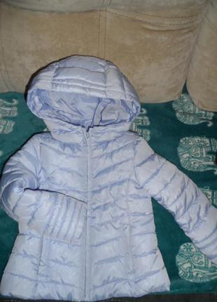 Легенькя куртка zara,на 3-4 года,98-104р.