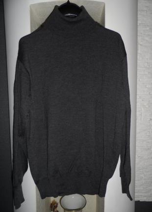 Шикарный свитер гольф италия р м,шерсть мериноса 100%,идеал
