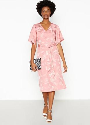 Шикарное нежно-розовое платье миди из шелковистой жаккардовой ...