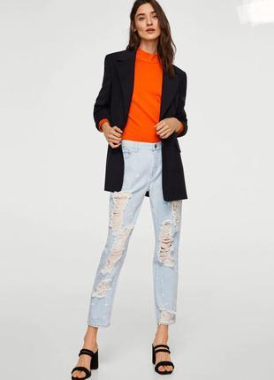 Стильные рваные джинсы mango.