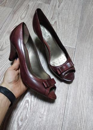 Кожаные туфли с открытым носком из натуральной кожи