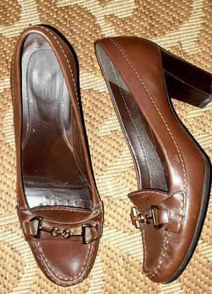 Шкіряні туфлі відомого бренду